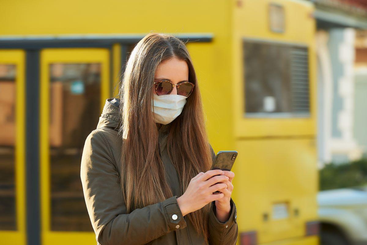 Червона зона позаду, пандемія – ні: прикарпатські медики просять не нехтувати правилами епідбезпеки. Відео