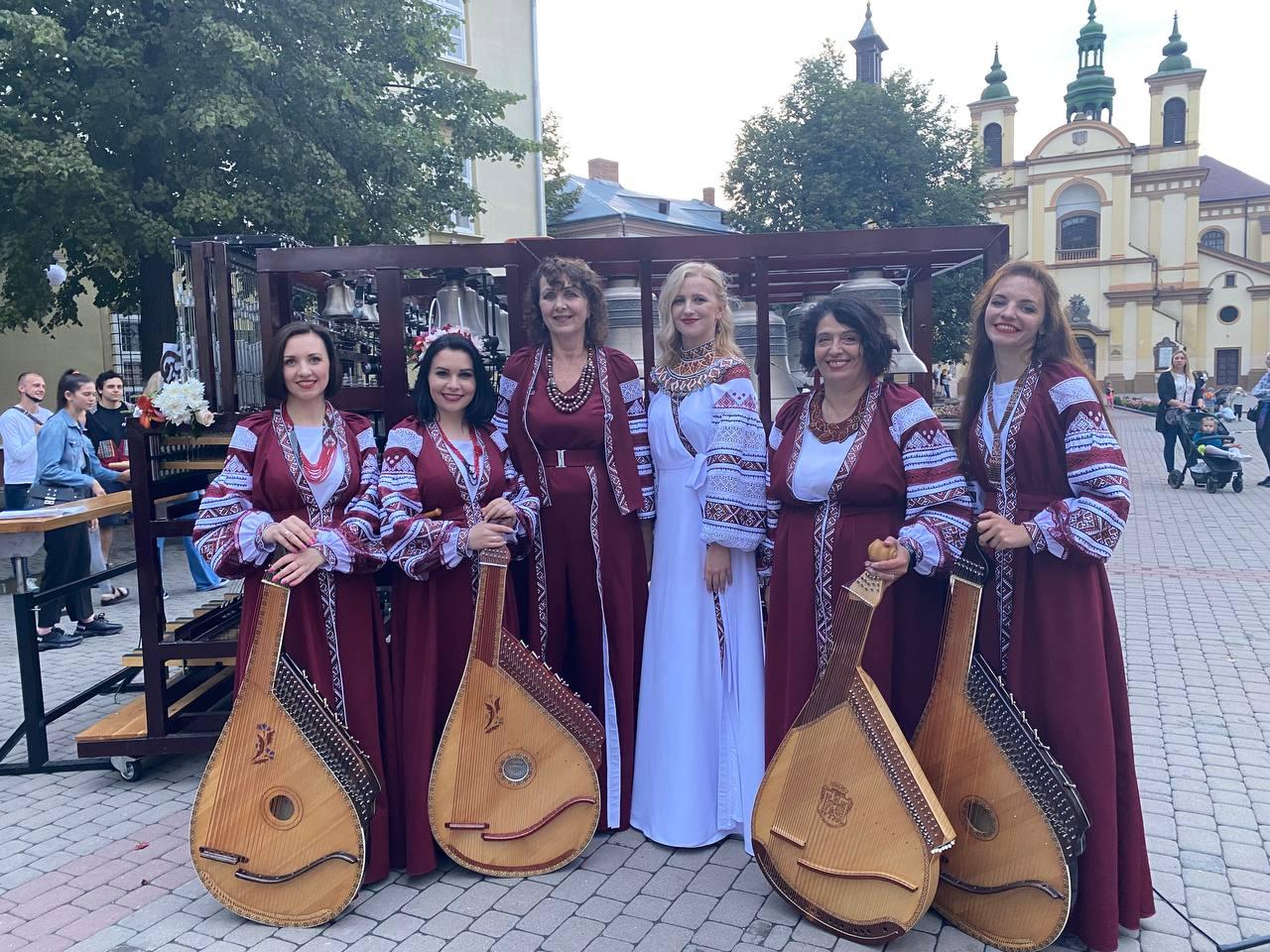 """Десять міст, одинадцять концертів: все про реалізацію проєкту """"Український передзвін. Карильйон і бандура"""". Фото/відео"""